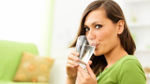 Trinken Sie zu wenig? Symptome für Dehydrierung