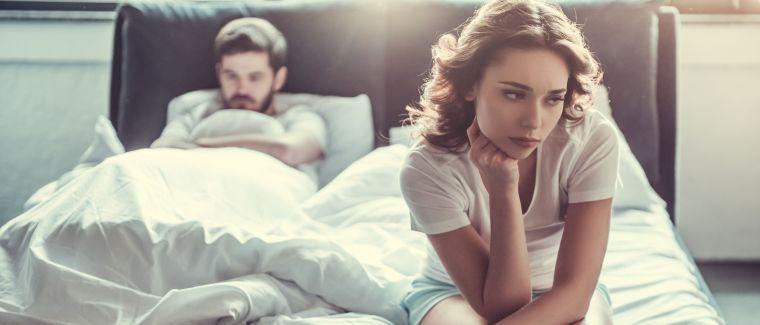 Paar hat Stress im Bett