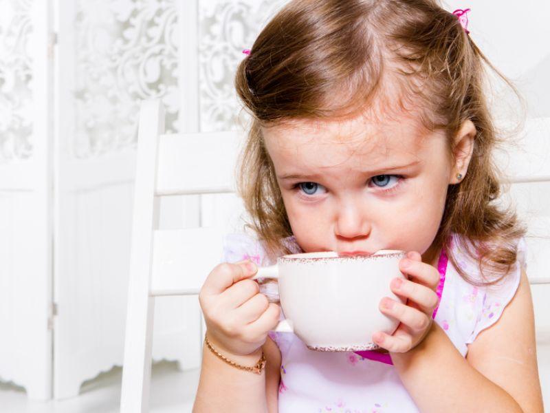 Kinder mit Erkältung sollten viel trinken