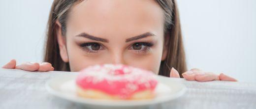 5:2 diät frau möchte einen donut