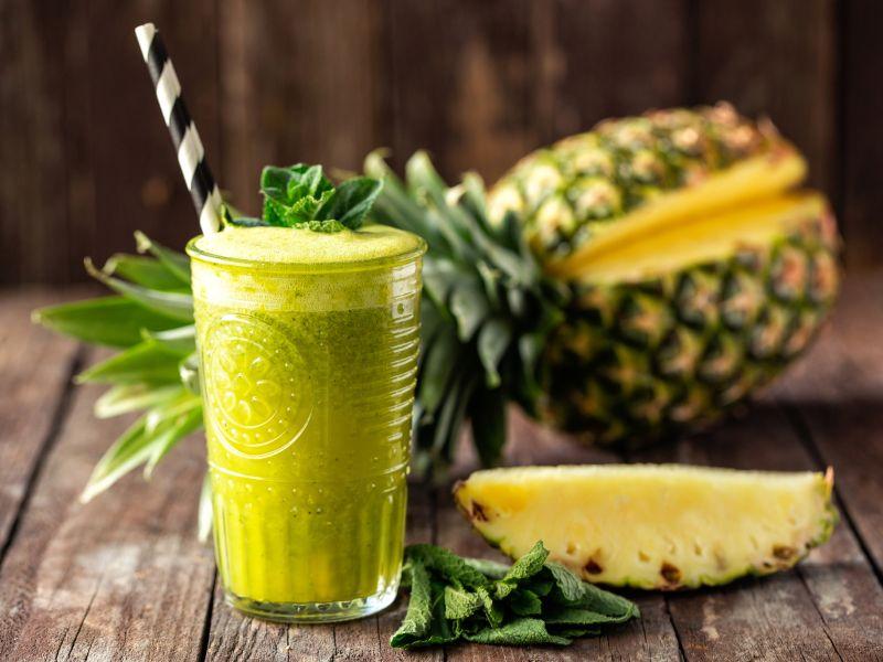 Grüner Smoothie mit Ananas