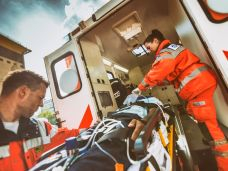 Rettungswagen beim Fahrradunfall