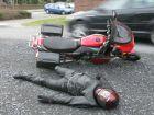 So nehmen Sie den Helm ab nach einem Unfall