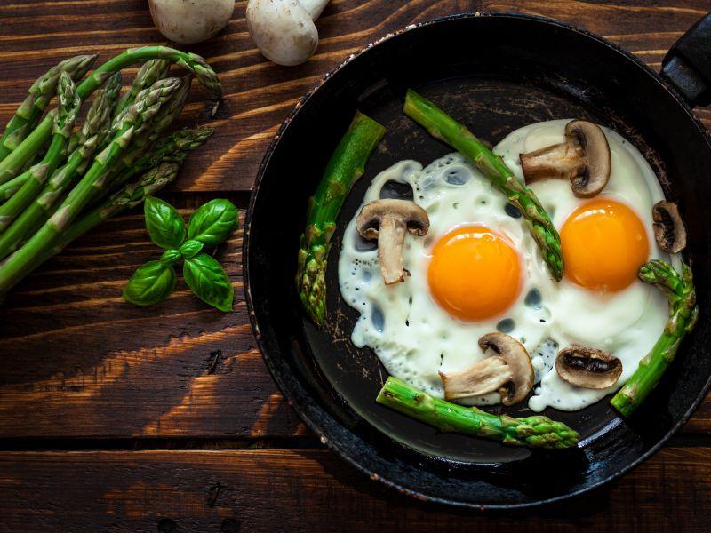 Gesunder Snack: Spargel und Ei