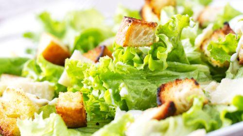 Kalorienbilanz: Diese Zutaten ruinieren jeden Salat