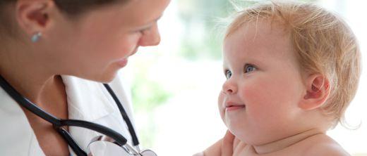 Baby beim Arzt