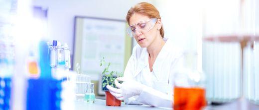 Pflanzenmedizin Wissenschaftlerin