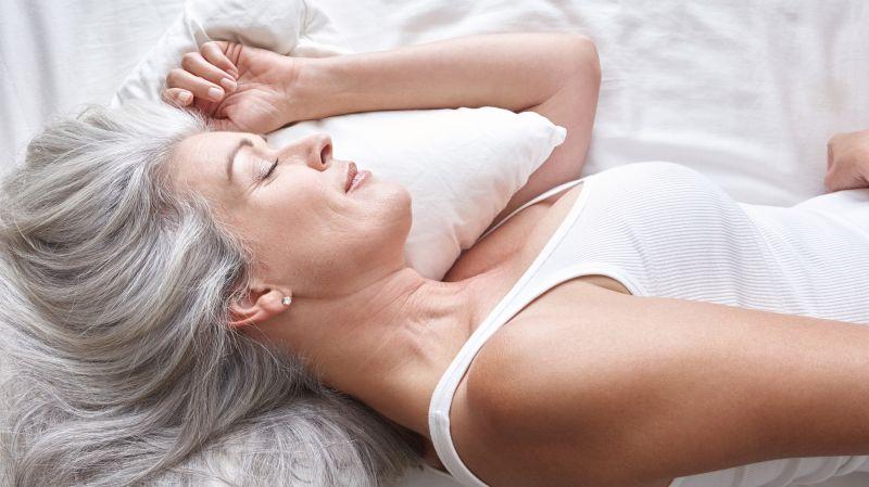Tipps für guten Schlaf bei Hitzewallungen