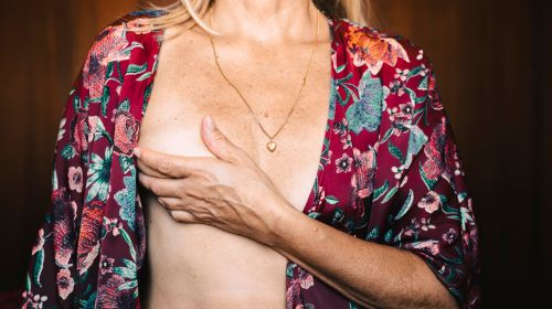Palpate the chest: Instructions in 6 steps