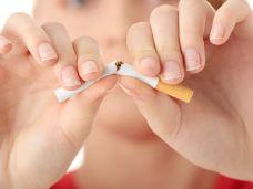 Raucher-bekommen-öfter-Parodontitis-93363058.jpg