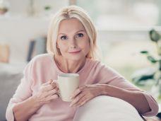 Tee Bett Frau krank 86489235.jpg