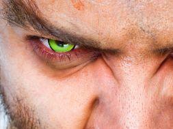 Wann sind farbige Kontaktlinsen schädlich fürs Auge?