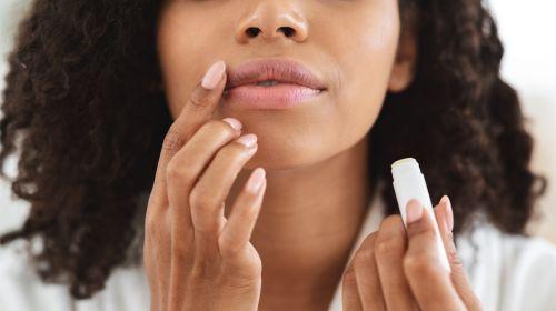Comisuras de la boca agrietadas: causas y remedios caseros para las fisuras