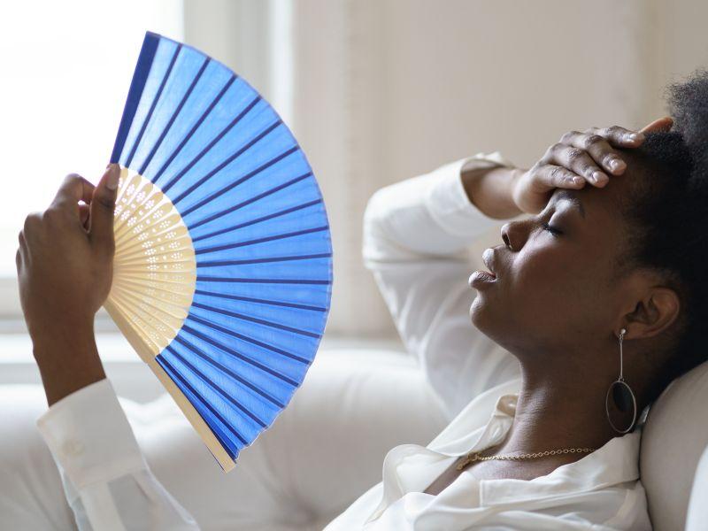Kopfschmerzen sind bei Sonnenstich typisches Symptom
