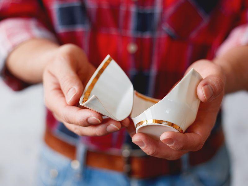 Zahnschmelz ist resistenter als Porzellan
