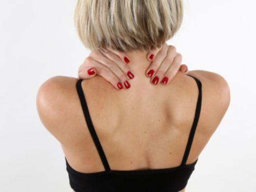 Verspannter Nacken und Schulterverspannungen: Das hilft