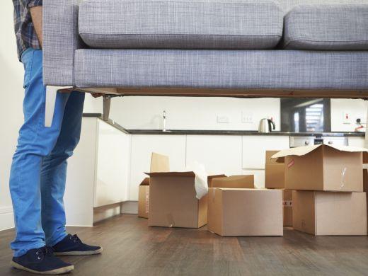 Schwere Lasten: Vier Tipps, damit Sie sich nicht verheben