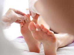 Was tun gegen Schweißfüße? Hausmittel gegen Fußgeruch