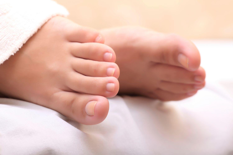 Nagelpilz erkennen • Symptome-Check mit Bildern
