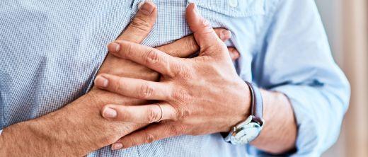 Vorsicht bei Schmerzen und Engegefühl in der Brust