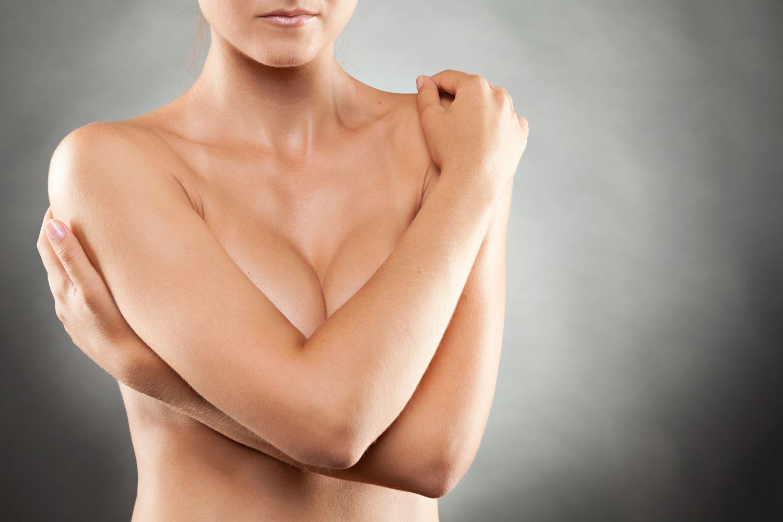 Schmerzen in der Brust • das hilft bei Brustbeschwerden