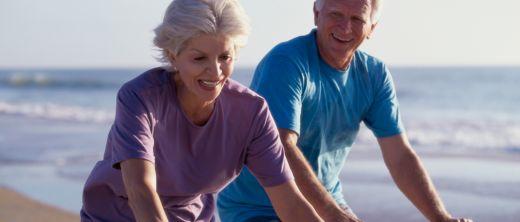 Älteres Paar beim Radeln,Thinkstock-Nr.79076242.JPG