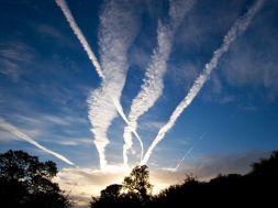 Chemtrails – machen Kondensstreifen krank?